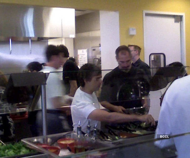 Rare pictures of Apple's Steve Jobs having lunch with Google executives go viral