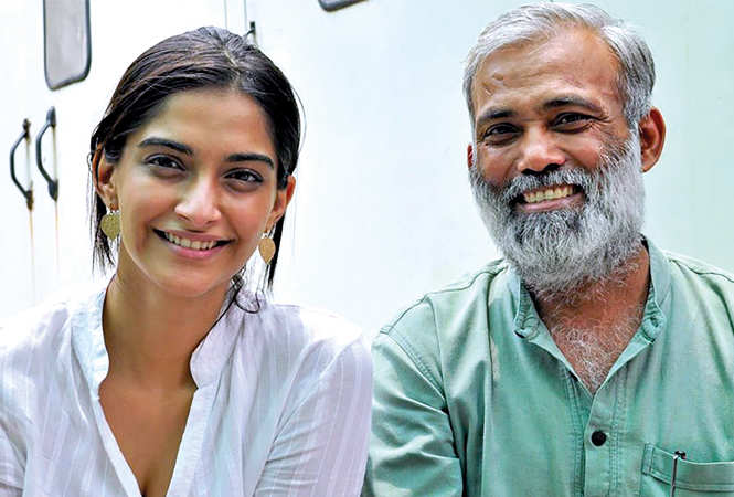 Arvind Gour (R) with Sonam Kapoor while shooting for Raanjhanaa (BCCL)