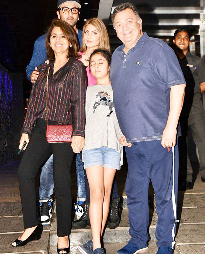 Neetu Kapoor shares a throwback picture from family outing, misses her hubby Rishi Kapoor