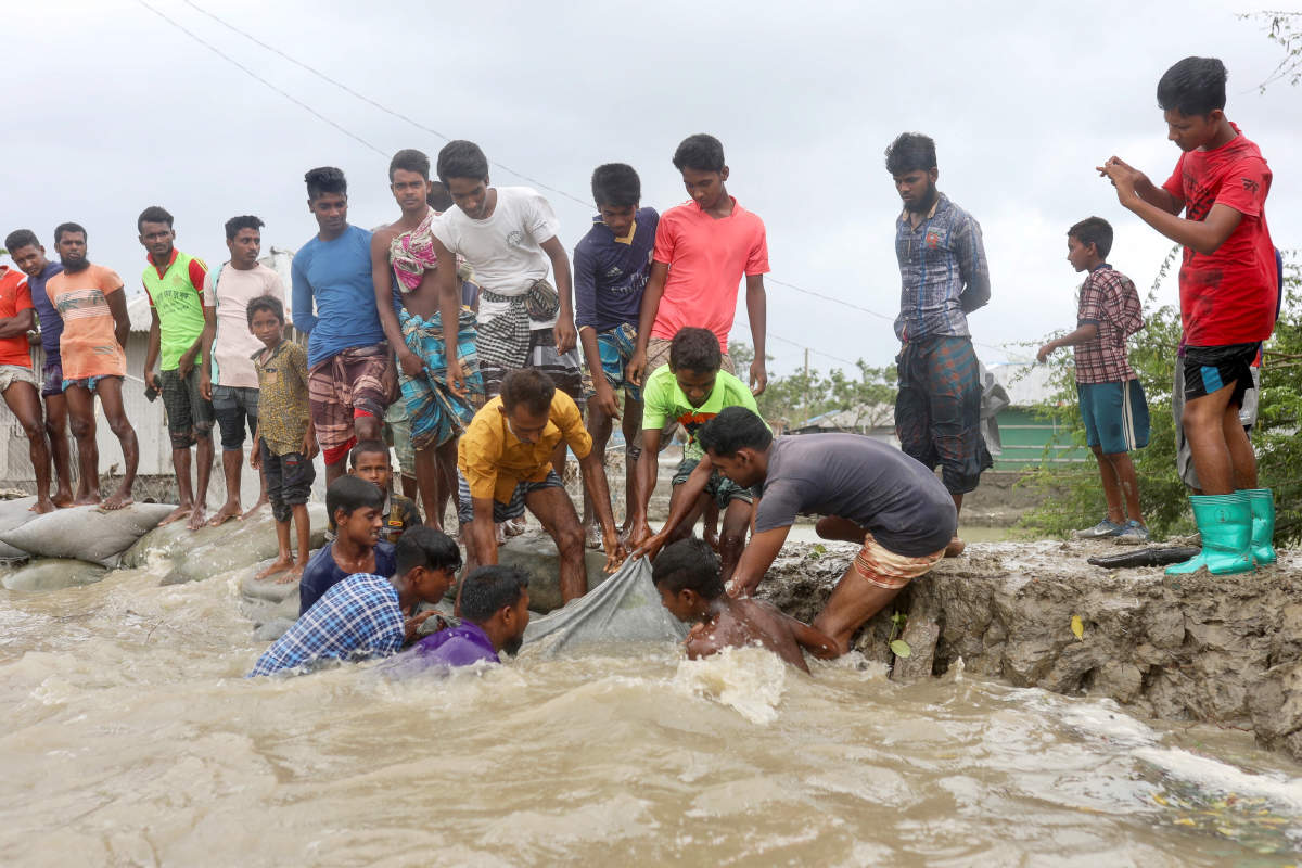 Terrifying pictures of Cyclone Amphan as it hits West Bengal