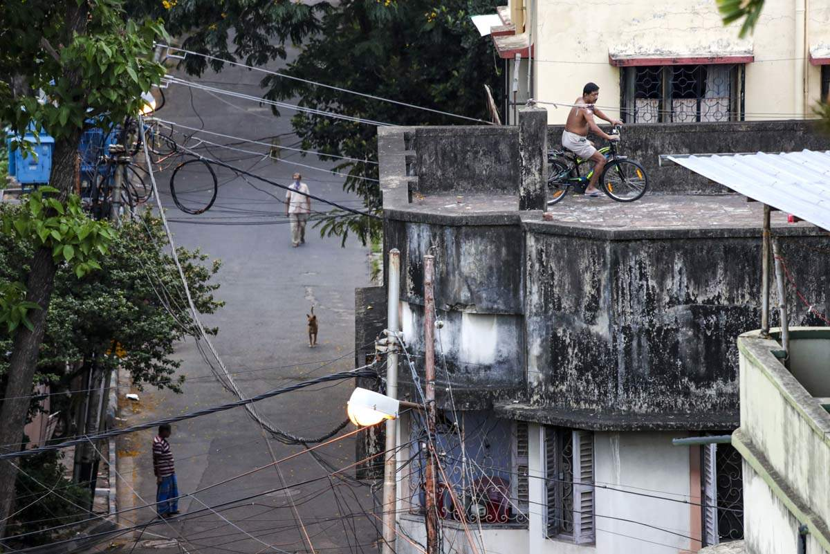 Heartwarming pictures of new quarantine culture from rooftops and balconies due to COVID-19