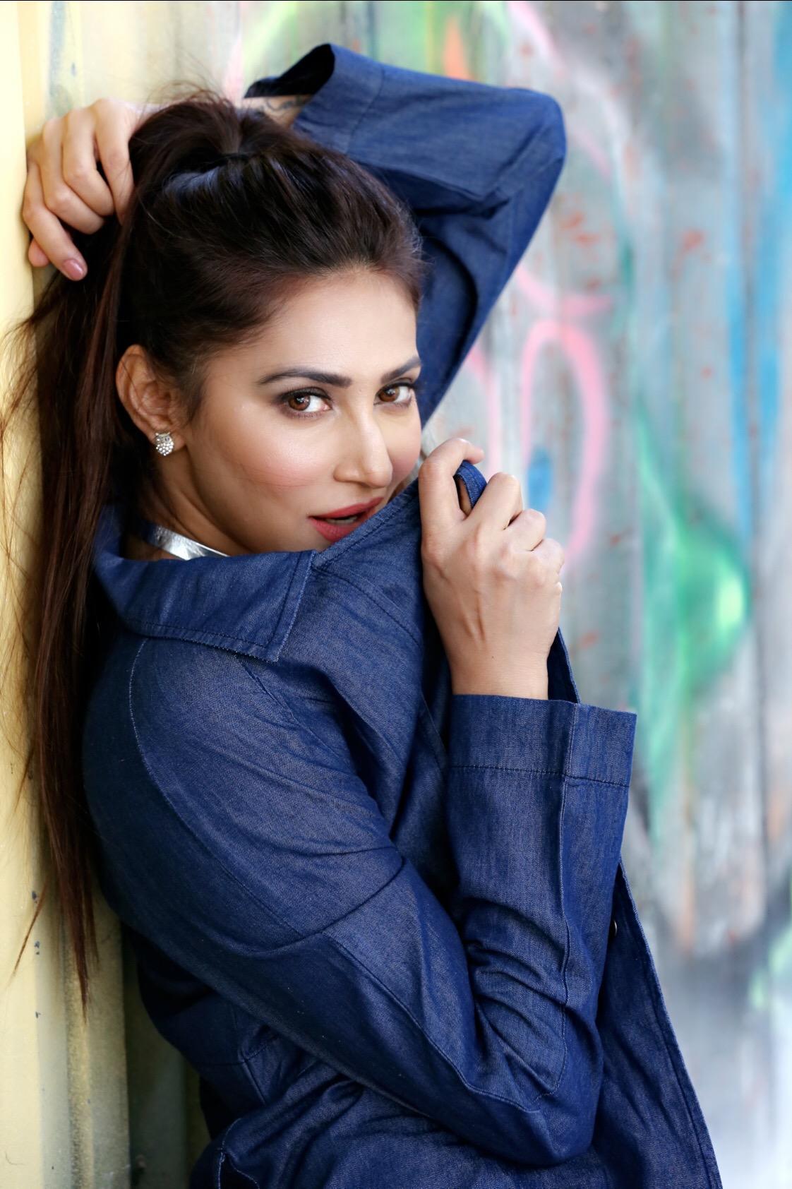 Rishina Kandhari (19).