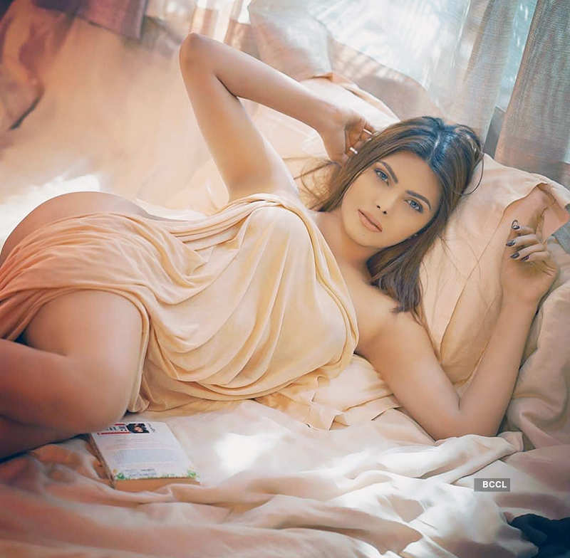 Pictures of Sherlyn Chopra shake up the internet