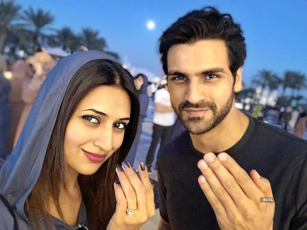 Popular television stars wish their fans on Eid amid coronavirus lockdown