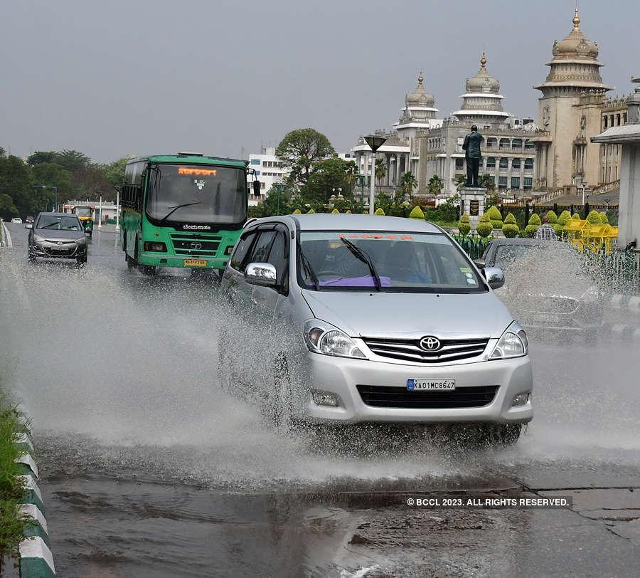 Heavy rain, strong winds lash Bengaluru