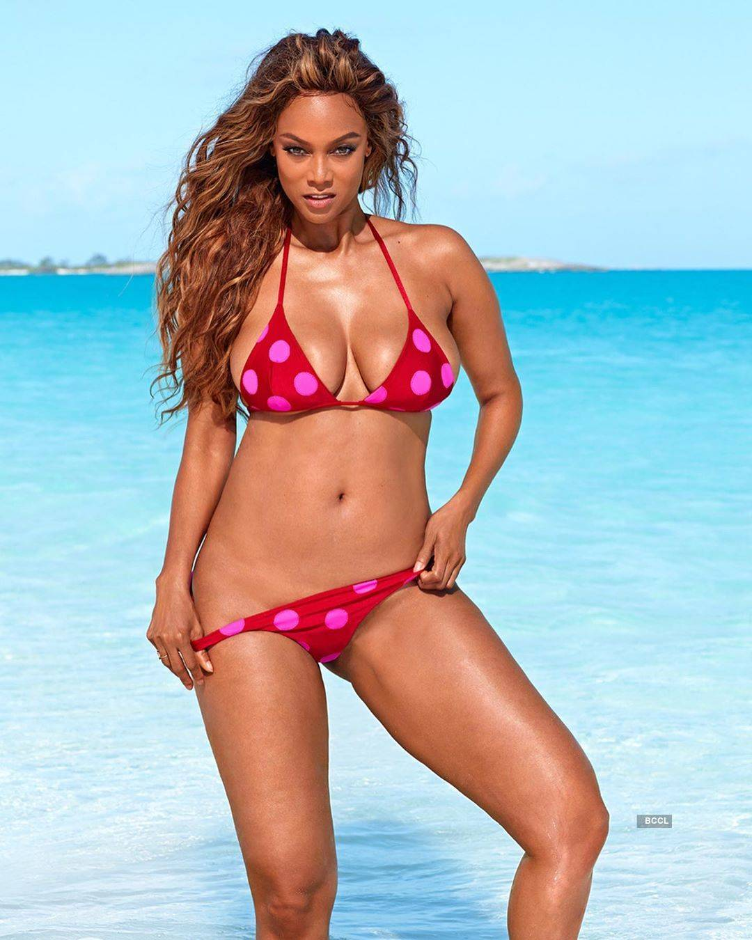 Tyra Banks will set your hearts racing with her glamorous photos