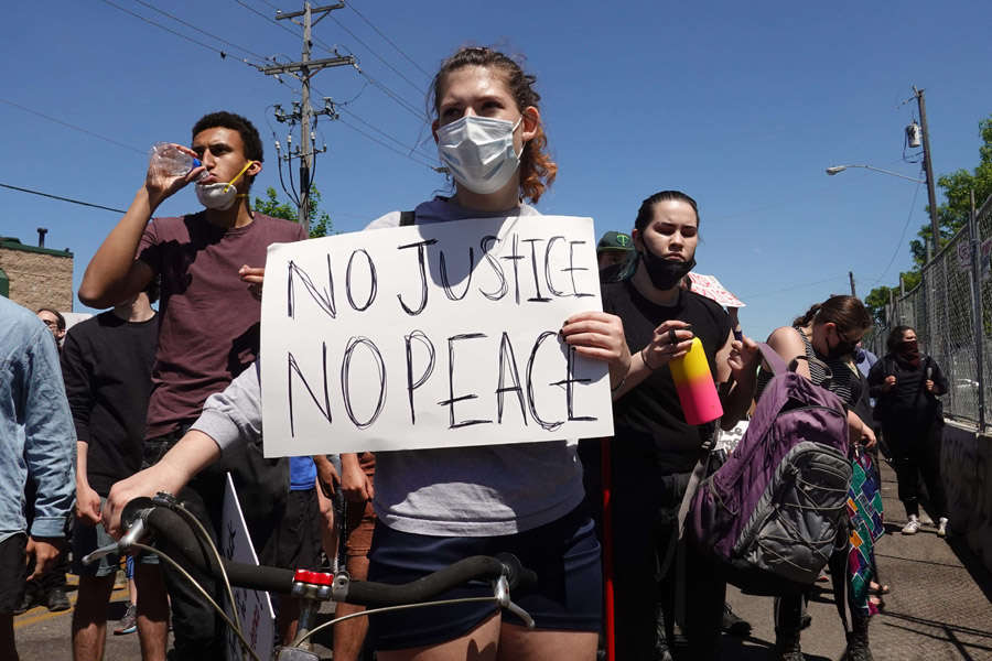 George Floyd death: Clashes erupt between police and protesters