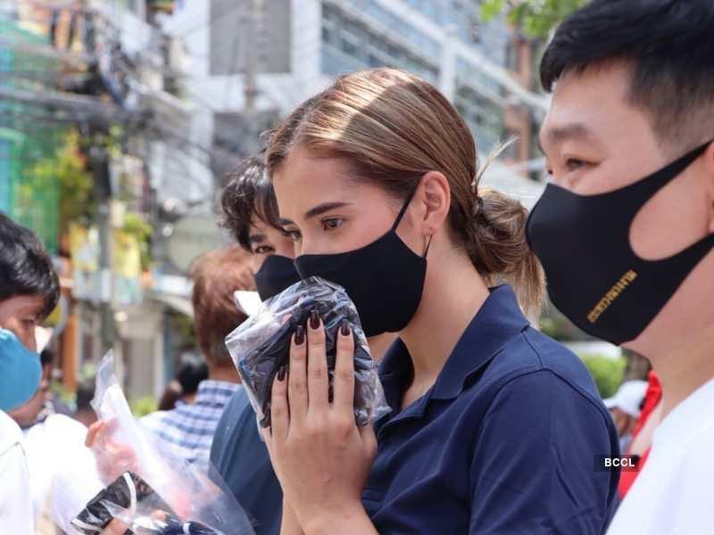 Anntonia Porsild distributes masks and necessities amid Covid-19