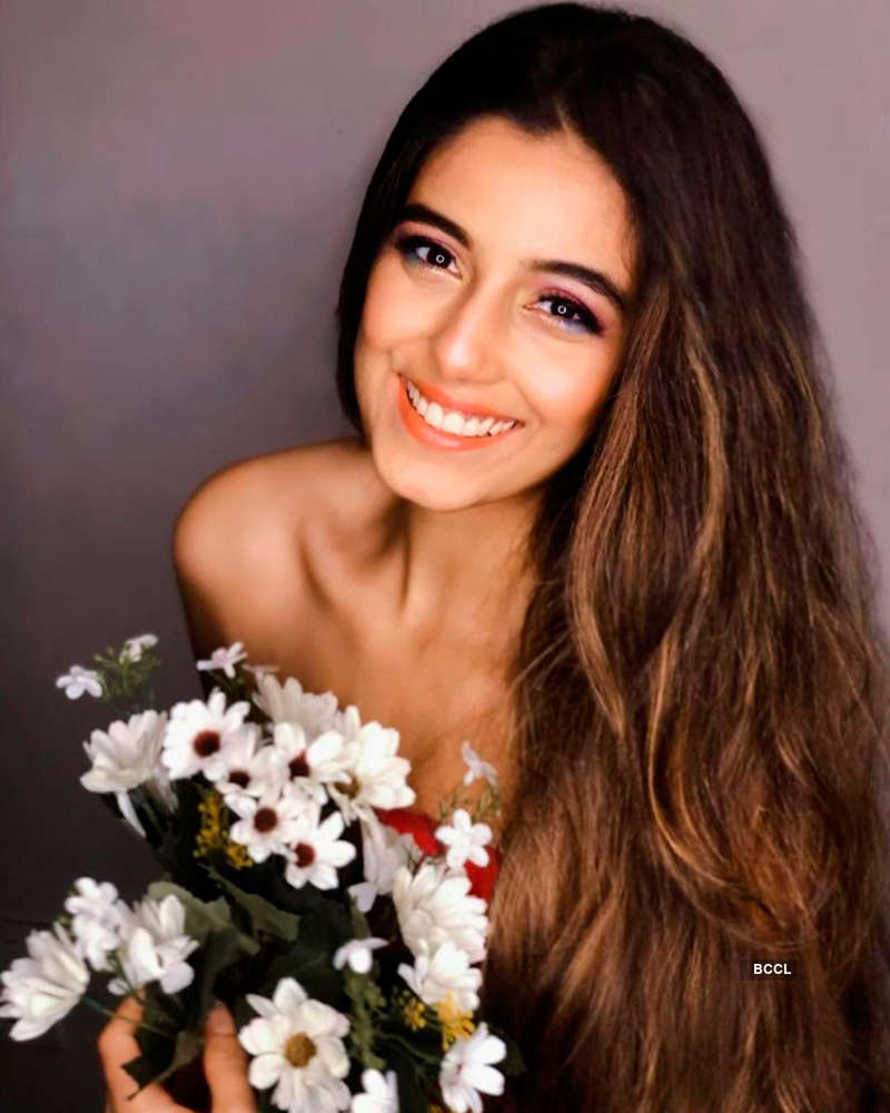 These glamorous pictures of Srishty Rode you simply can't miss!
