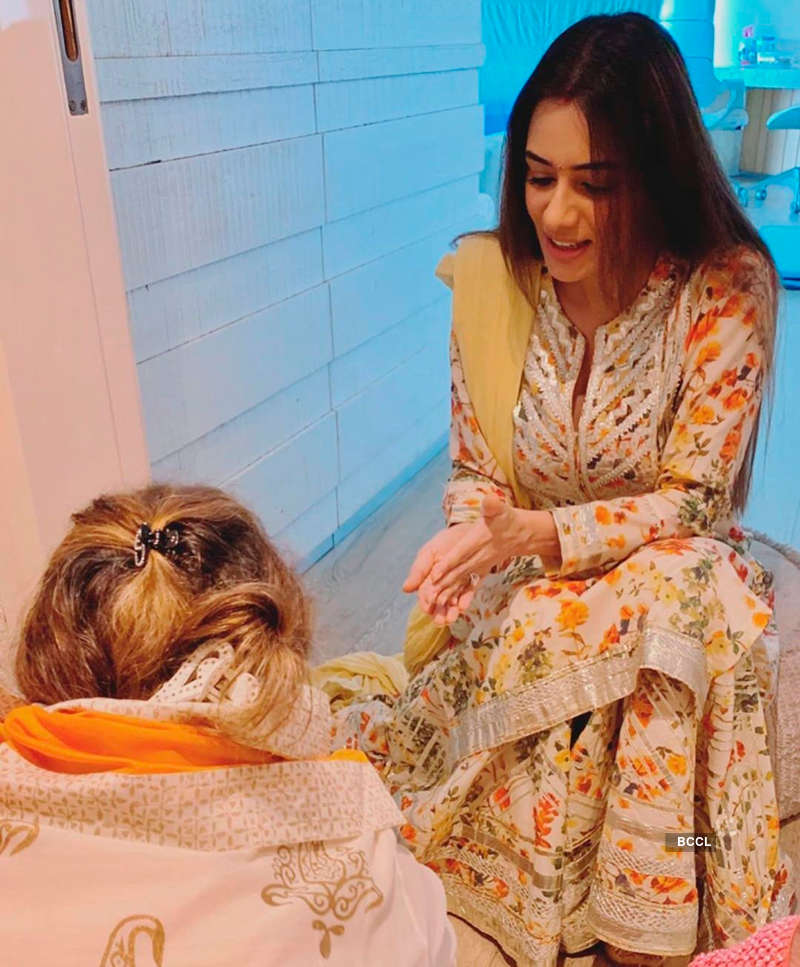 Smriti Khanna shares pictures from her daughter's first puja ceremony