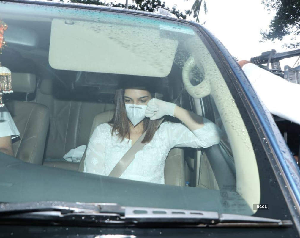 Bollywood celebrities and family members of Sushant Singh Rajput attend his funeral