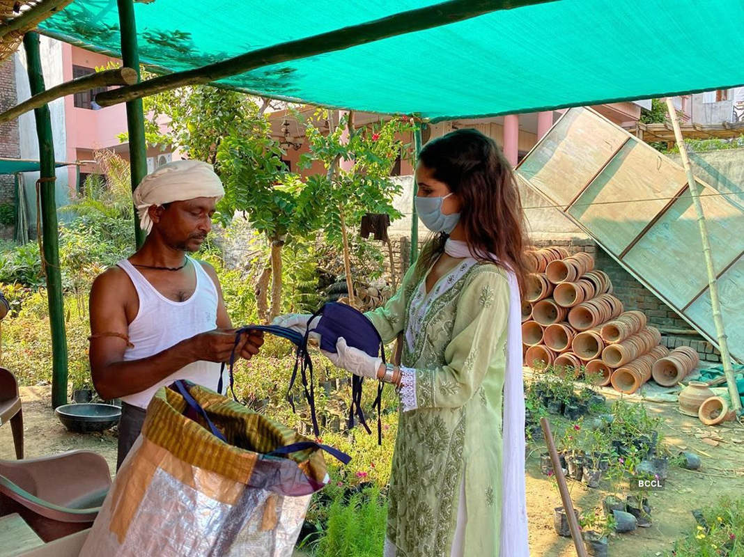 Vartika Singh distributes essentials and spreads awareness regarding Covid-19