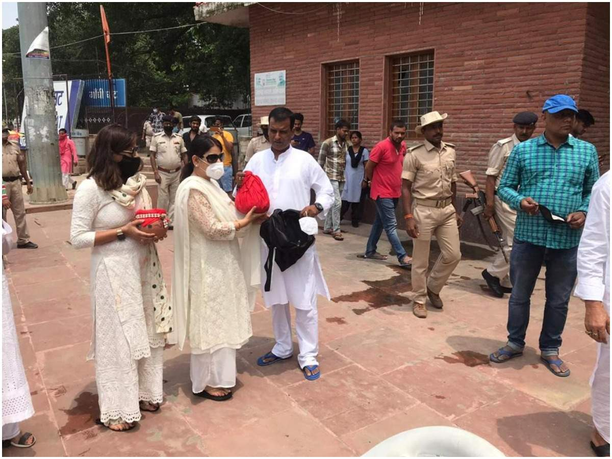 Photo: Sushant Singh Rajput family at the Asthi Visarjan today in Patna