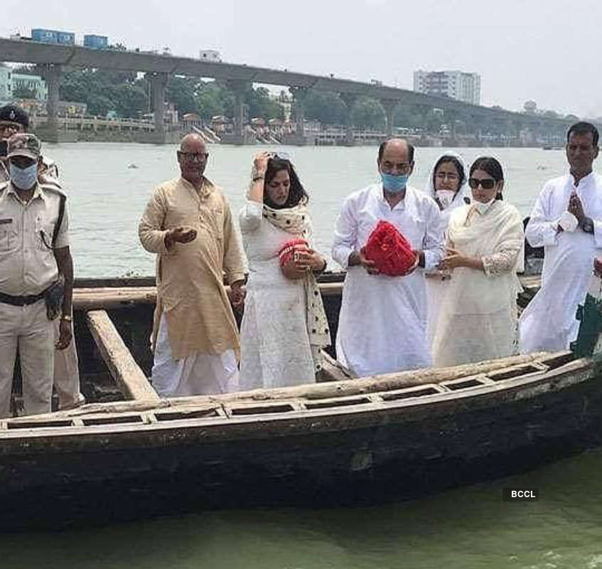Sushant Singh Rajput's family bids him final goodbye as they immerse his ashes in holy Ganga river