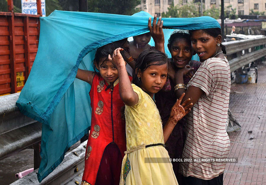Heavy rain lashes Mumbai, Thane