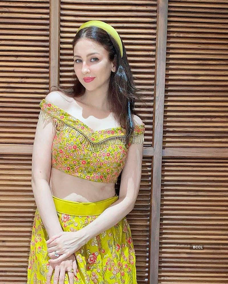 Glamorous pictures of Saumya Tandon aka Anita Bhabhi from Bhabiji Ghar Par Hain