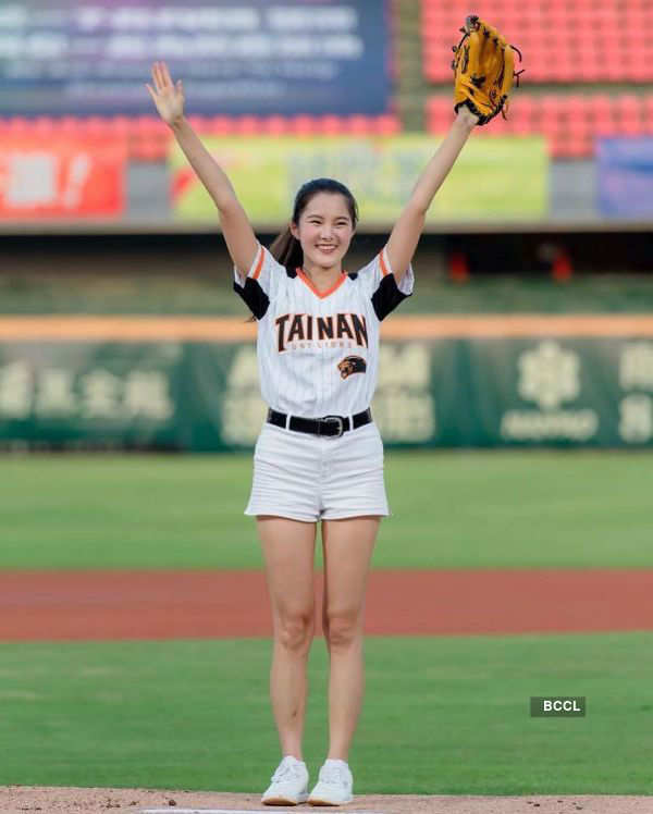 Beauty queen throws the first pitch at a baseball league, resumed after lockdown