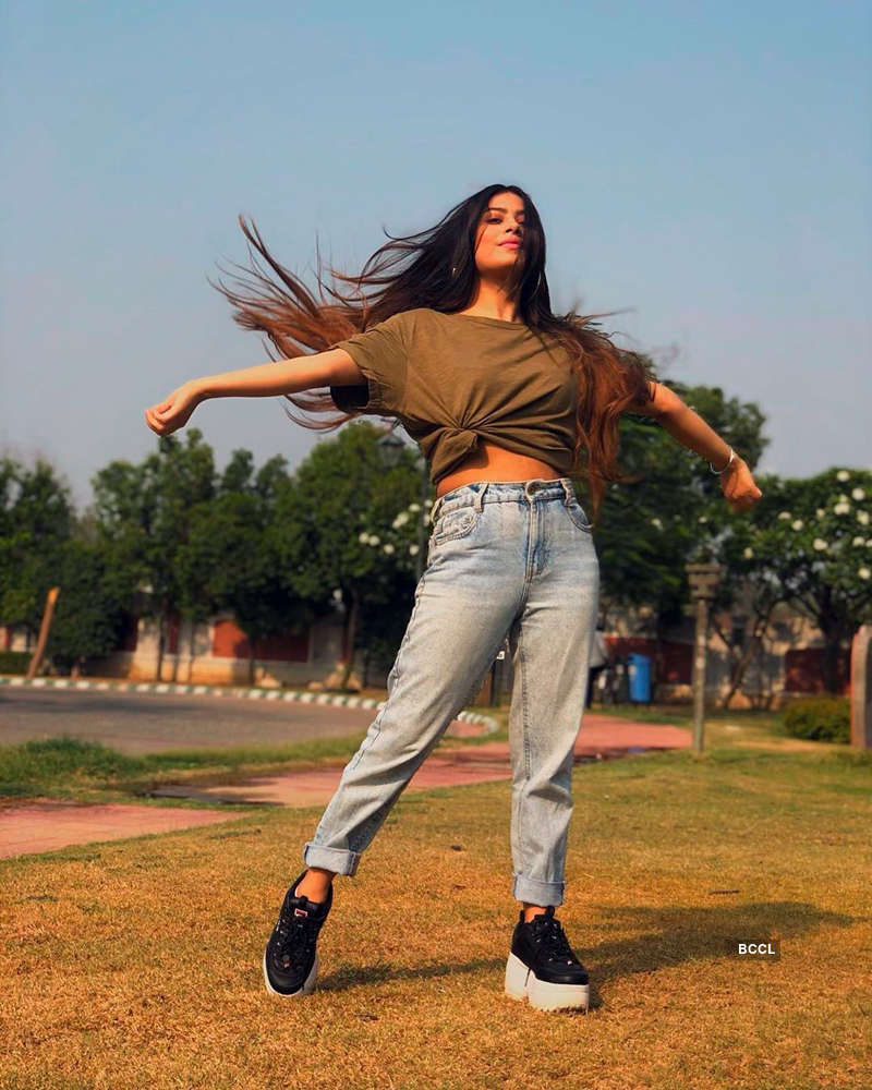 Yeh Hai Mohabbatein actress Krishna Mukherjee ups the glam quotient with her stunning pictures