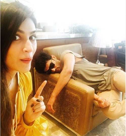 Throwback: When Kriti Sanon clicked a goofy selfie with a sleeping ...