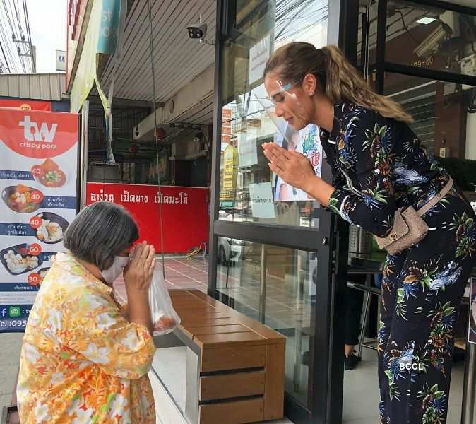 Beauty queen distributes 200 meals to the ones struggling amid pandemic