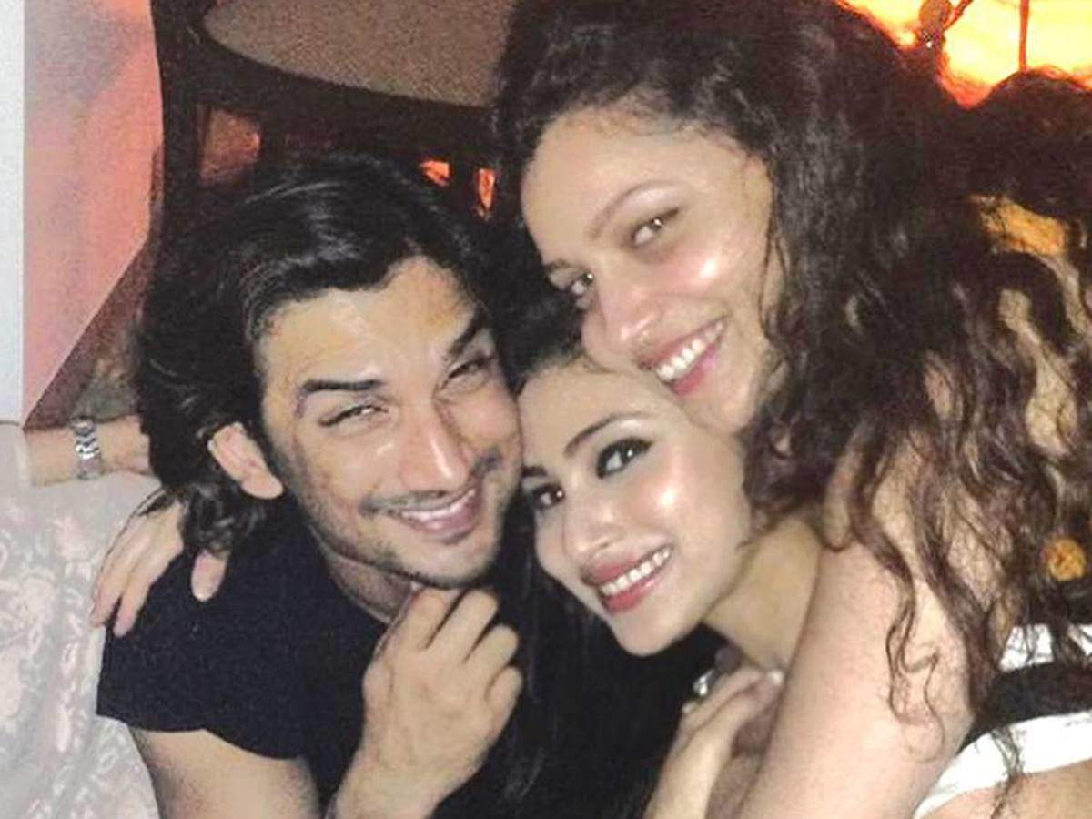 Remembering Sushant Singh Rajput, a look at his happy pictures with his friends from TV
