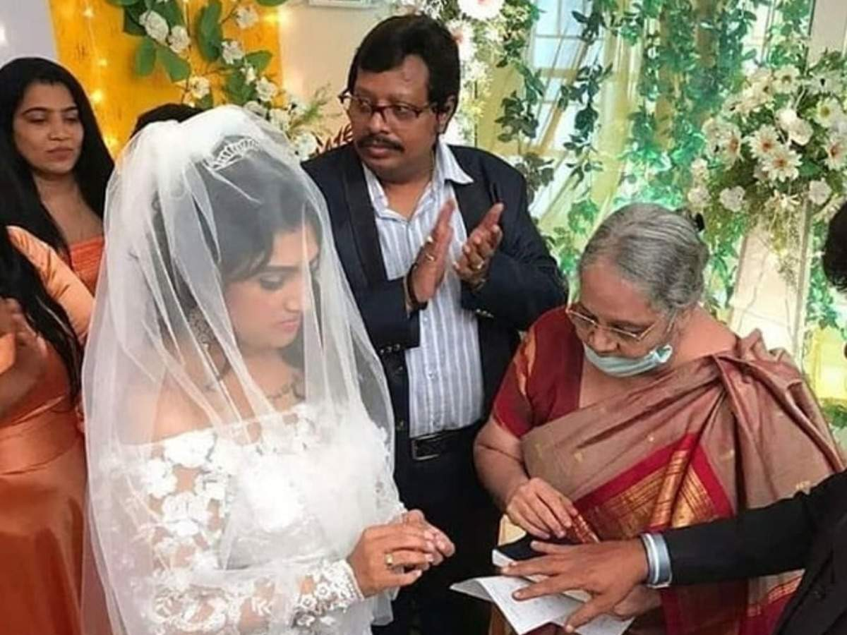 Bigg Boss Tamil 3 fame Vanitha Vijaykumar gets married to Peter Paul amid lockdown