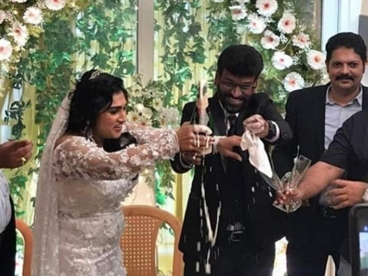 Bigg Boss Tamil fame Vanitha Vijaykumar gets married to Peter Paul amid lockdown