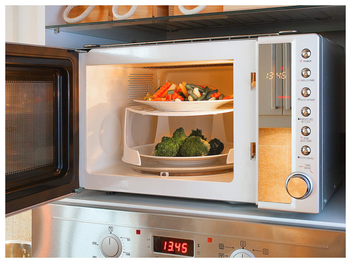 What Not To Put In The Microwave: 4 Important Tips