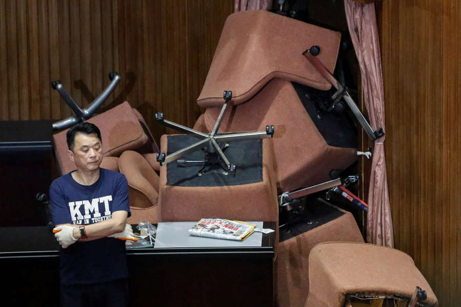 Lawmakers exchange blows in Taiwan parliament