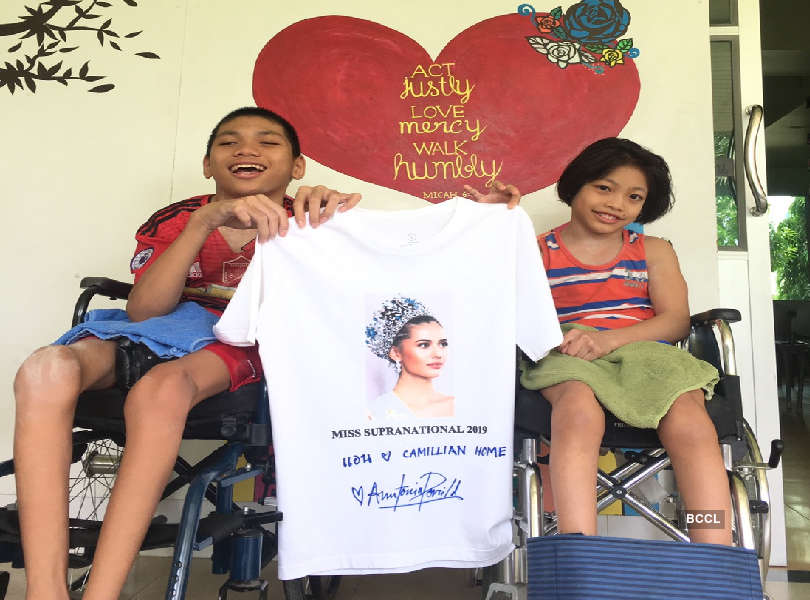Anntonia Porsild's autographed T-shirt to be auctioned to raise funds for kids with disabilities
