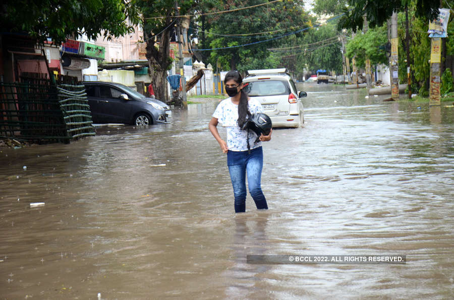 Massive rains hit normal life in Patna