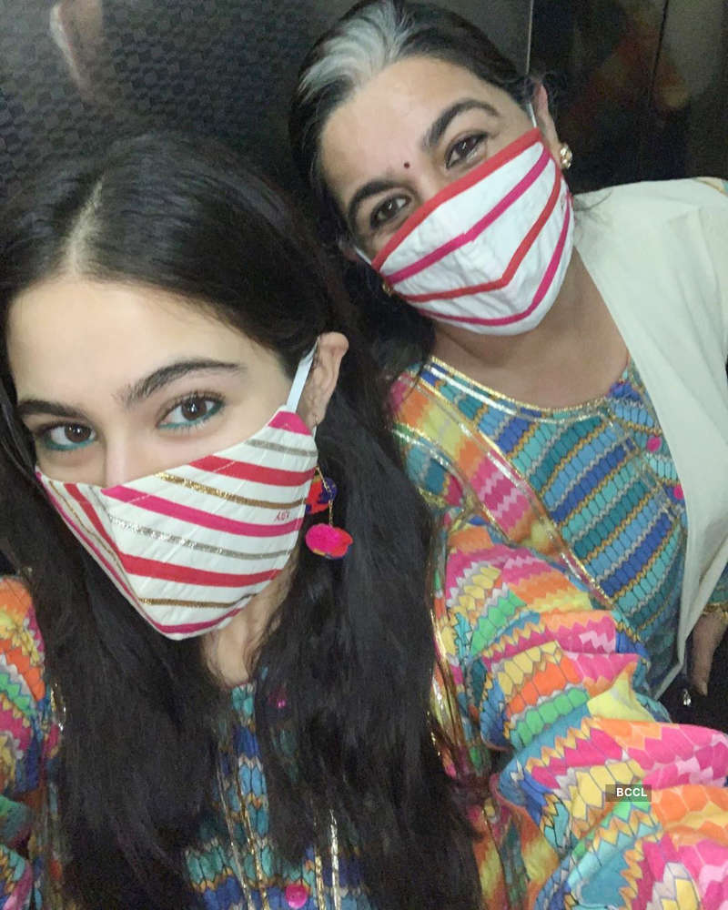 Mother-daughter duo Sara Ali Khan and Amrita Singh are 'winning' & 'twinning' on a day out