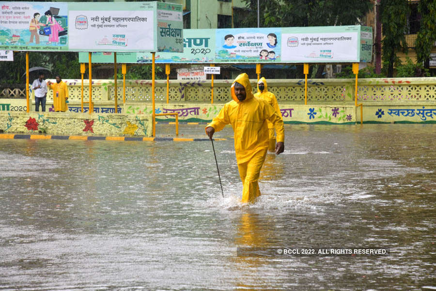These pictures show how incessant rain disrupted normal life in Mumbai