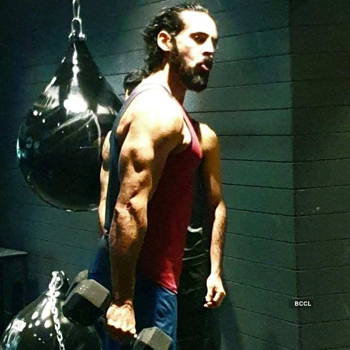 Dino Morea gives us major fitness goals during the lockdown