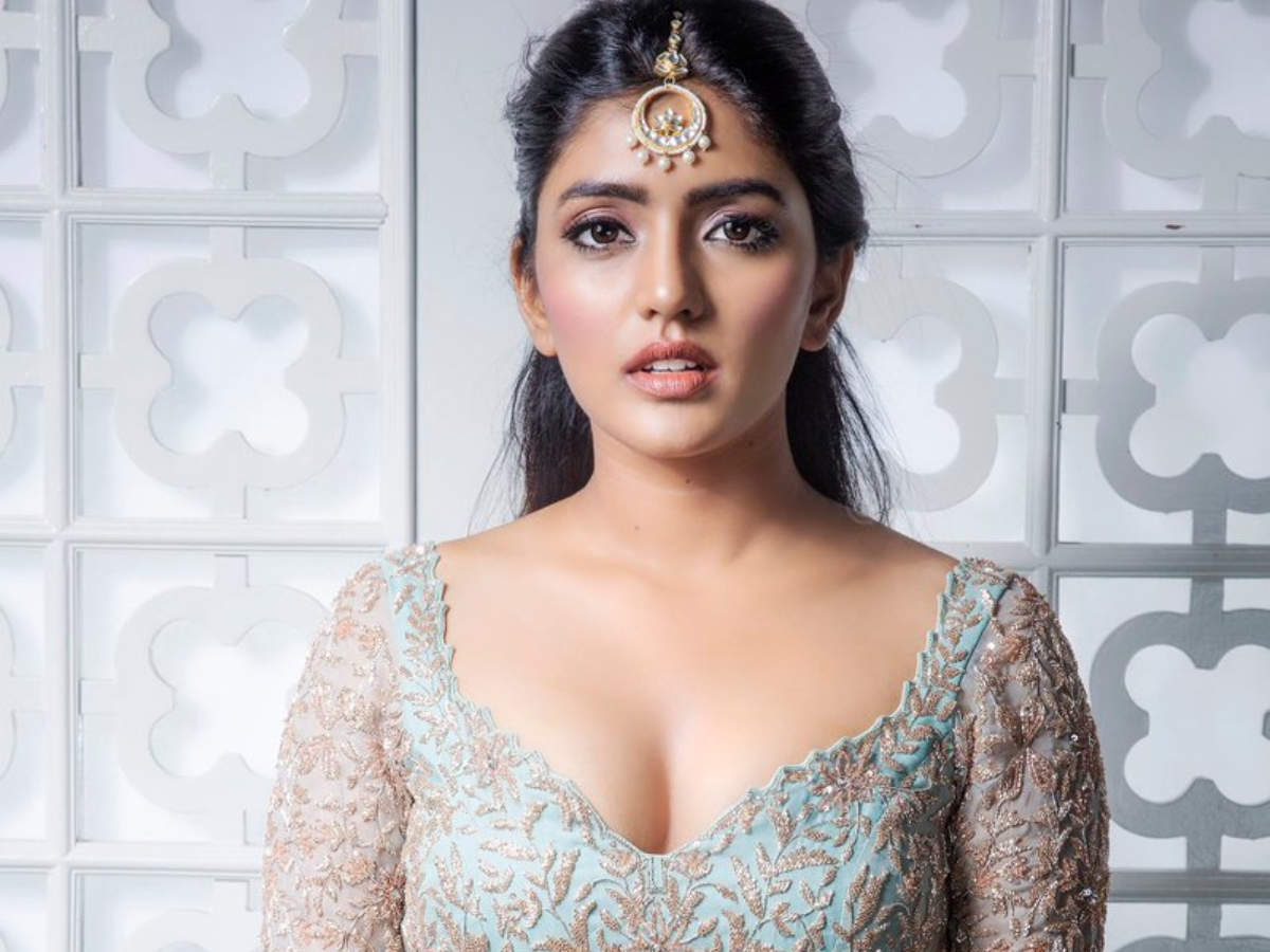 Eesha Rebba: 5 jaw-dropping pictures of the actress that will make you go  weak in the knees | The Times of India