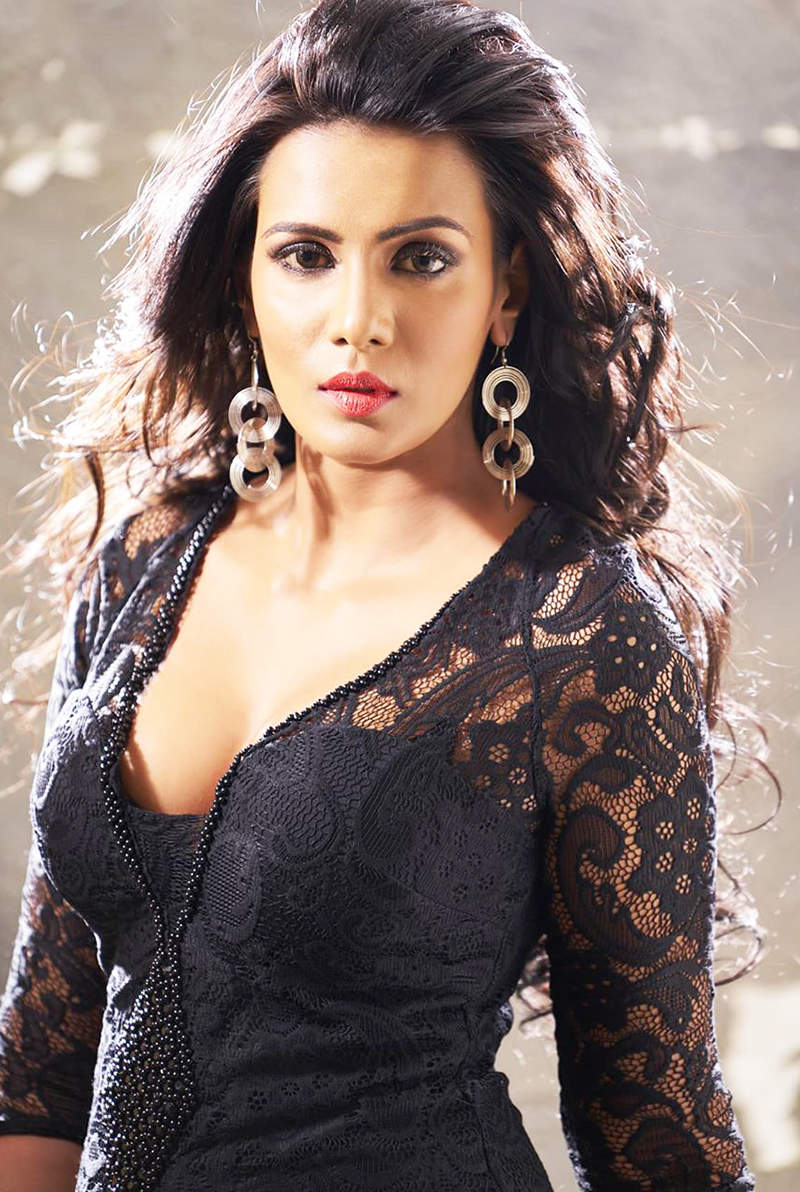 Meera Mitun threatens to take legal action against Rajinikanth