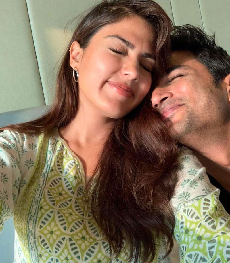 FIR filed against two Instagram users for sending threatening messages to Rhea Chakraborty