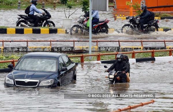 Heavy rains lash Delhi, NCR