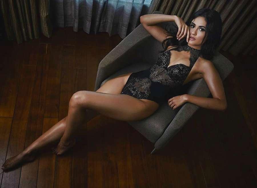 Glamorous photos of supermodel Eashita Bajwa