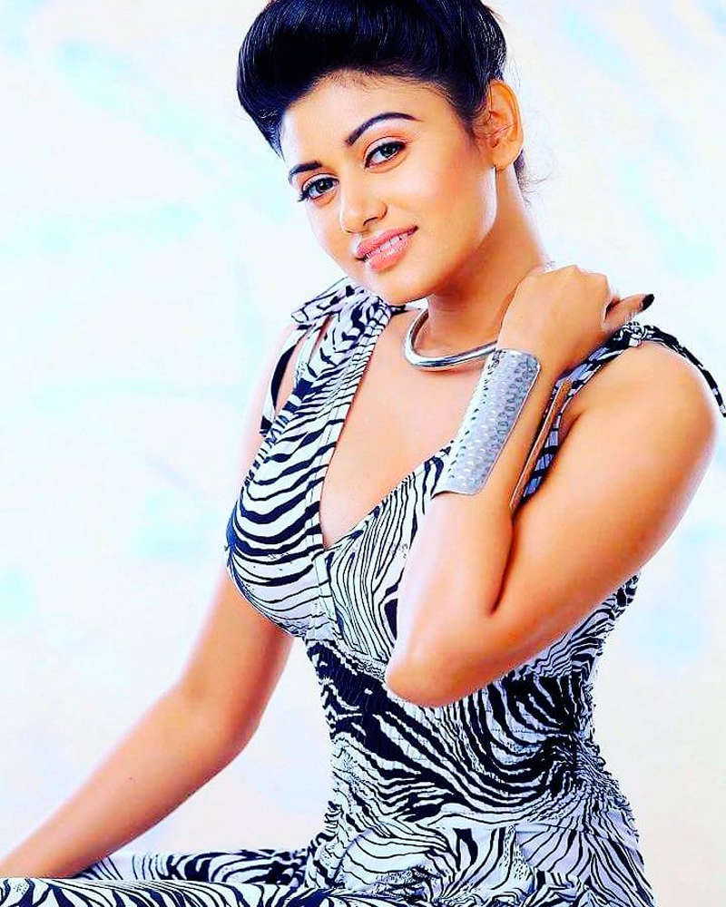 Oviya Helen is making heads turn with her captivating looks