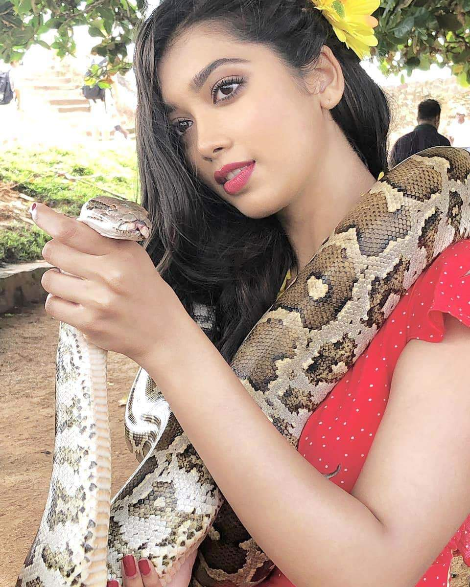 On Nag Panchami, Digangana Suryavanshi surprises her fans with this thrilling picture