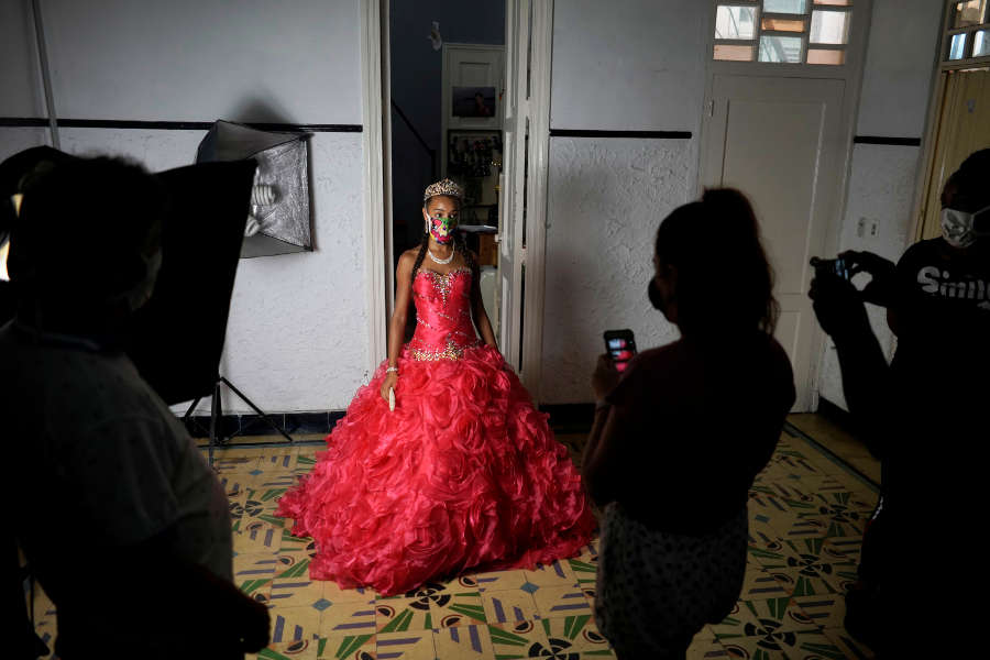 Cuban girls celebrate quinceaneras with new fashion amid pandemic