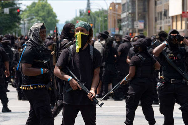 Kentucky: Armed protesters march against police brutality