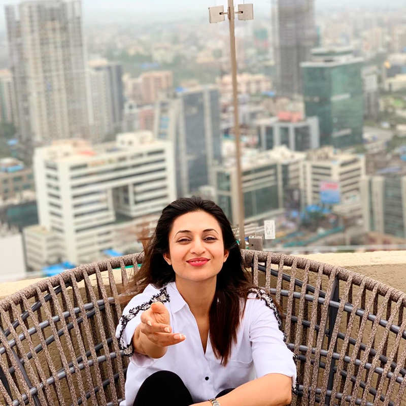 Yeh Hai Mohabbatein fame Divyanka Tripathi sets hearts racing with her quarantine looks