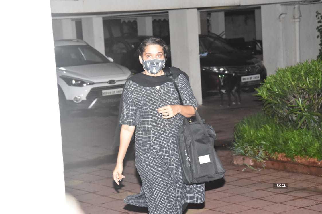 Rhea Chakraborty's lawyer (1).