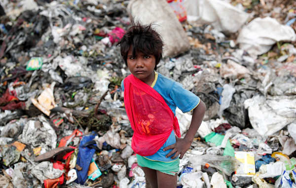 Indian scavengers put their lives in jeopardy amid coronavirus debris