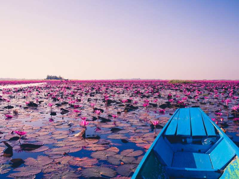 The most mysterious lakes around the world