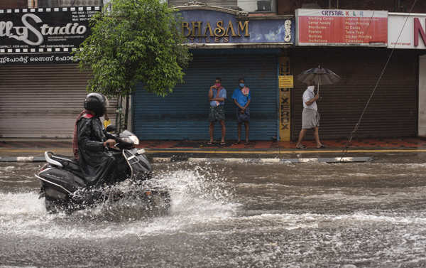 Massive rain disrupts normal life in Kerala