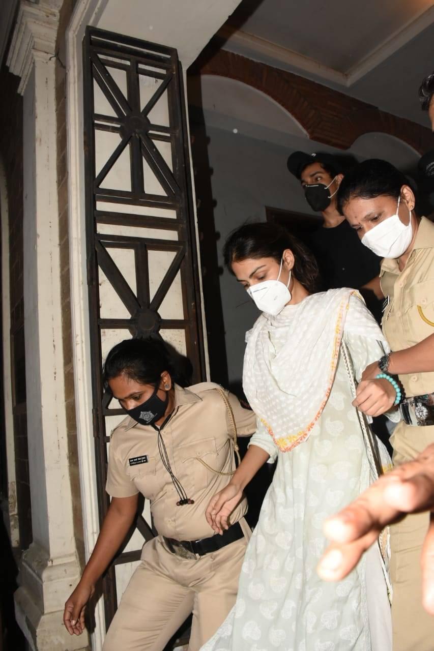 Rhea Chakraborty leaves ED  (2).