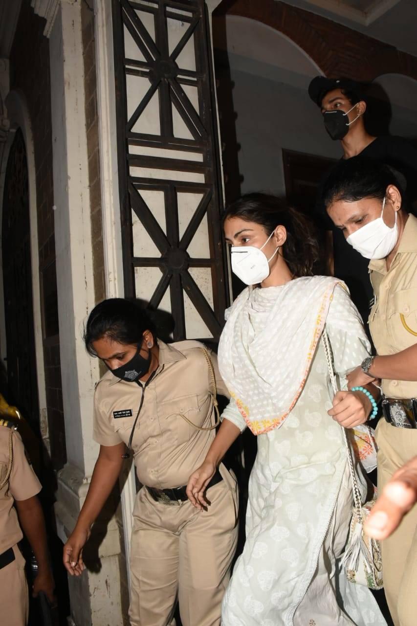 Rhea Chakraborty leaves ED  (4).